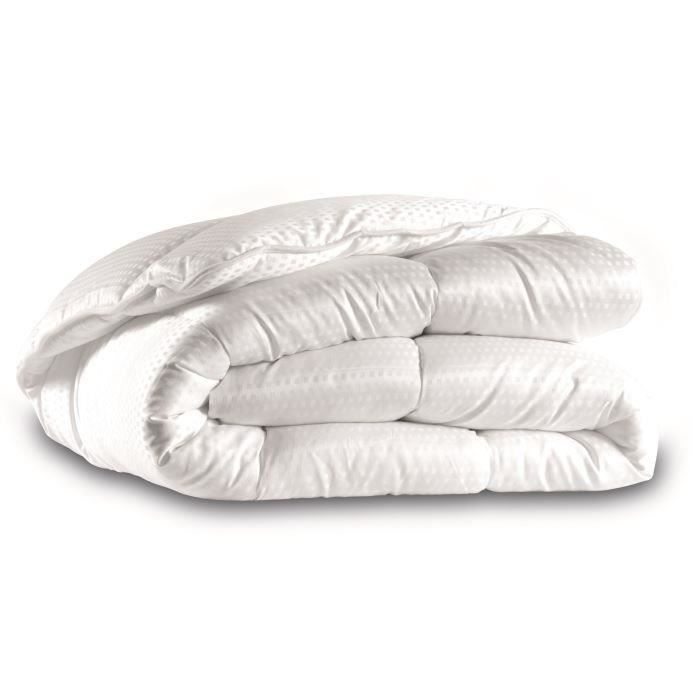 CALIN Couette luxe satin 400 g/m² 220x240 pour 49€