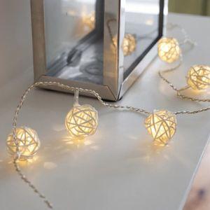 Guirlande lumineuse deco interieur a piles blanc chaud for Guirlande lumineuse interieur deco