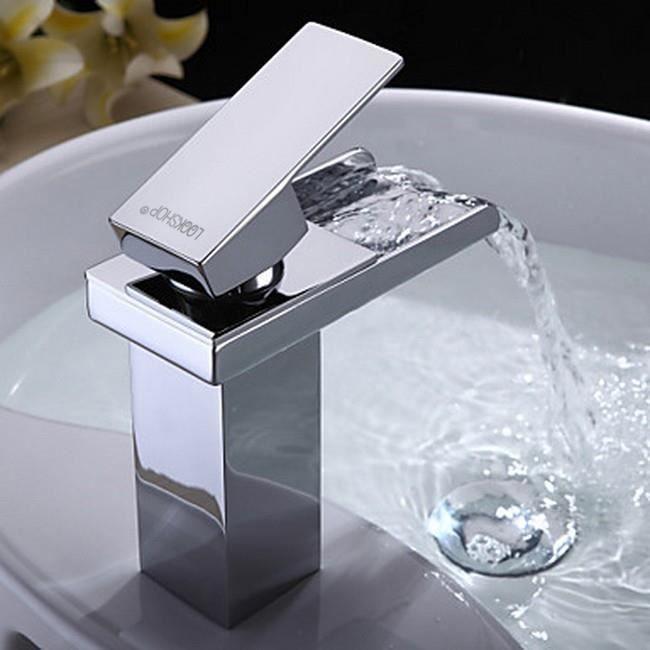 Lookshop robinet d 39 vier pour salle de bain dans un style for Prix d un lavabo de salle de bain