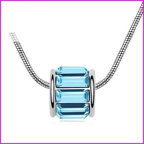 collier cristaux swarovski pav bleu achat vente sautoir et collier collier cristaux. Black Bedroom Furniture Sets. Home Design Ideas