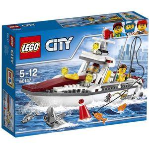 ASSEMBLAGE CONSTRUCTION LEGO® City 60147 Le Bateau de Pêche