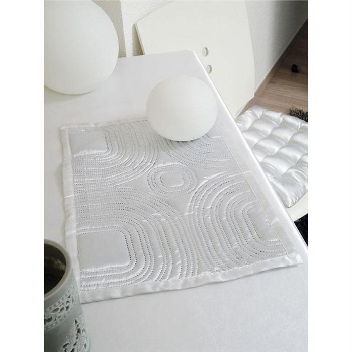 Set de table matelasse 30x40 cm satin blanc noir achat for Set de table matelasse