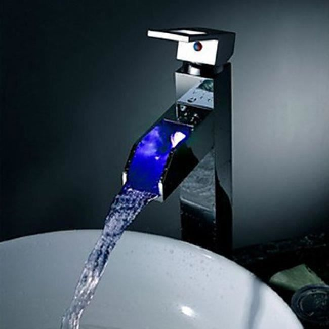 Lookshop robinet salle de bain changement de couleur led finition chrom p - Robinet led salle de bain ...