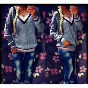 PULL Pull Femme, materiel fil de laine, couleur rose.La