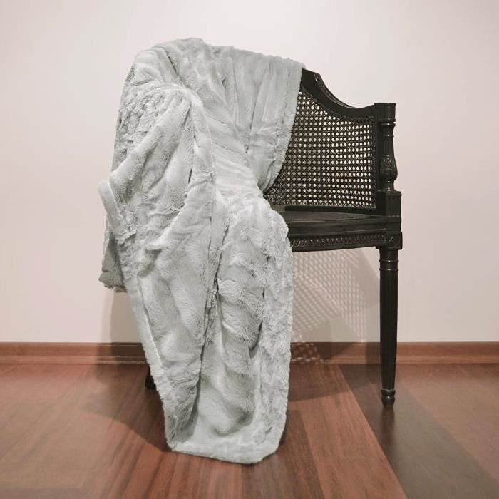 plaid fausse fourrure grizzly gris 150 x 180 cm achat vente couverture plaid cadeaux de. Black Bedroom Furniture Sets. Home Design Ideas