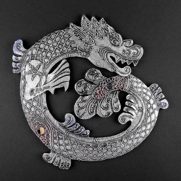 Dragon mural de bois sculpt et peint couleur argent for Decoration murale bois sculpte