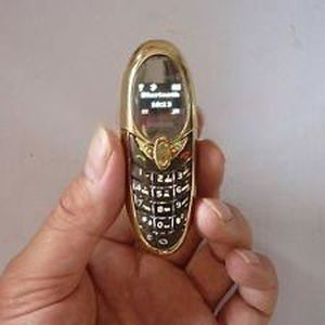 le plus petit t l phone au monde achat smartphone pas. Black Bedroom Furniture Sets. Home Design Ideas