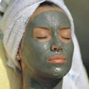 Le masque pour les cheveux de la chute sur les cheveux propres