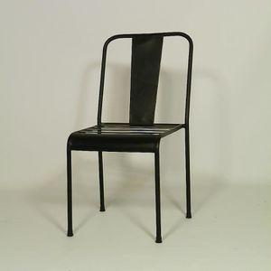 Chaise industrielle metal noir.