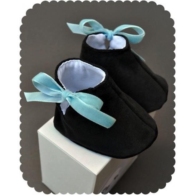 chaussons pour b b 3 6 mois achat vente coffret cadeau textile 2009859838428 cdiscount. Black Bedroom Furniture Sets. Home Design Ideas