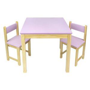CHAMBRE COMPLÈTE   Table en bois dans un ensemble avec deux chaises