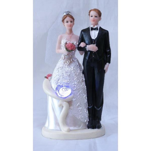 pièce montée de 17 cm (H) X 7 cm (l). La pose photo du couple de ...