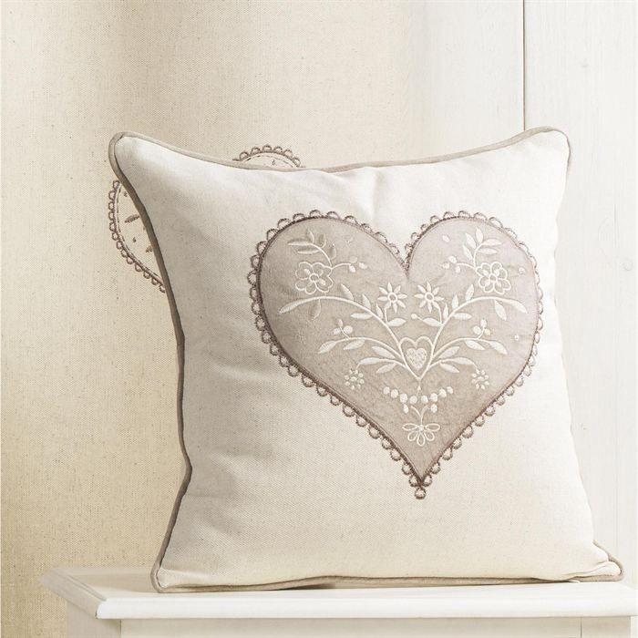 maison decoration accessoires coussin en toile brode coeur f  hom