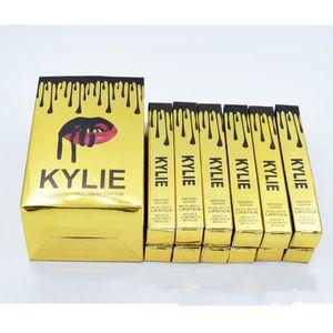 CONTOUR DES LÈVRES Kylie Lip Kit monté Edition or mat coupe de maquil