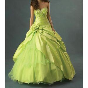 robe vert anis achat vente robe vert anis pas cher soldes d hiver d s le 11 janvier. Black Bedroom Furniture Sets. Home Design Ideas