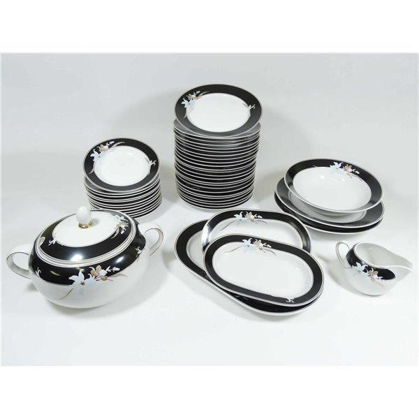 Service de table 44 pieces vaisselle en porcelaine de for Service de table carre