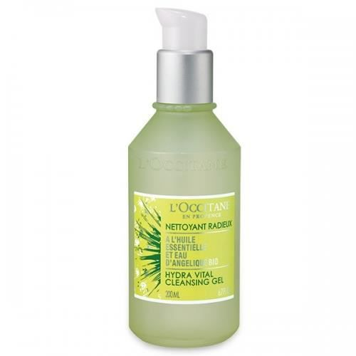 L'Occitane is a world recognized retailer of skincare, body care and hair care products. It offers special gift wraps, gift cards, discounts on deals and free shipping to its customers.