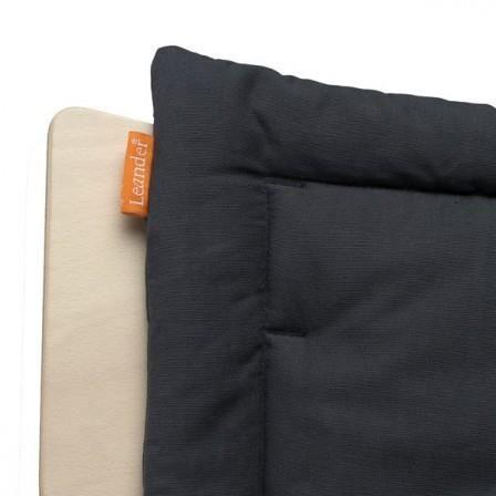 Coussin gris charbon pour chaise haute volutive leander for Coussin pour chaise haute bebe