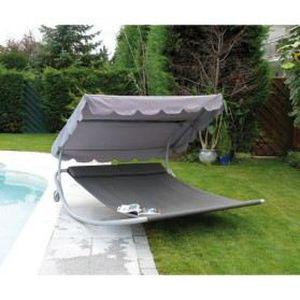 meuble table moderne chaises bain de soleil. Black Bedroom Furniture Sets. Home Design Ideas