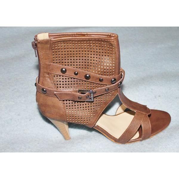 pointure 39 chaussures gu tres clout es cuir marron achat vente sandale nu pieds. Black Bedroom Furniture Sets. Home Design Ideas