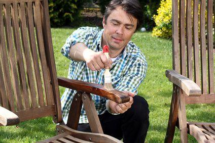 Taches, moisissures... Comment traiter un mobilier de jardin en bois ...