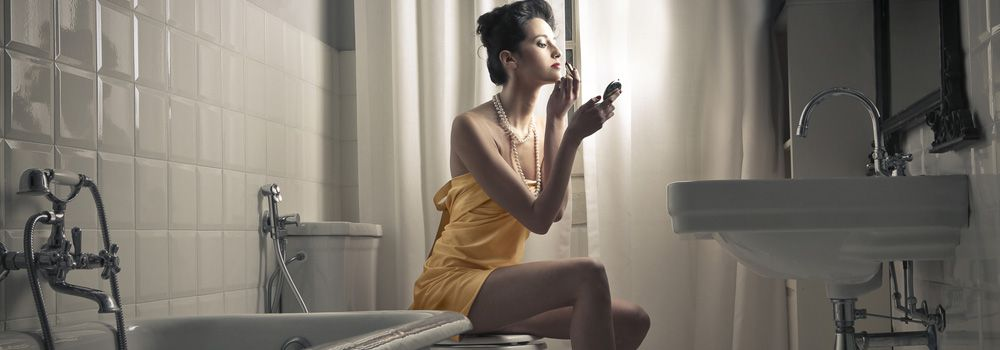 Quel clairage choisir pour se maquiller dans la salle de for Video dans la salle de bain