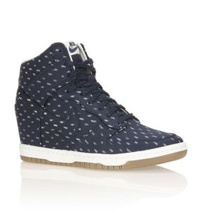 on wholesale differently closer at Nike Baskets Dunk Sky Hi Print Femme Marine et blanc - Achat ...