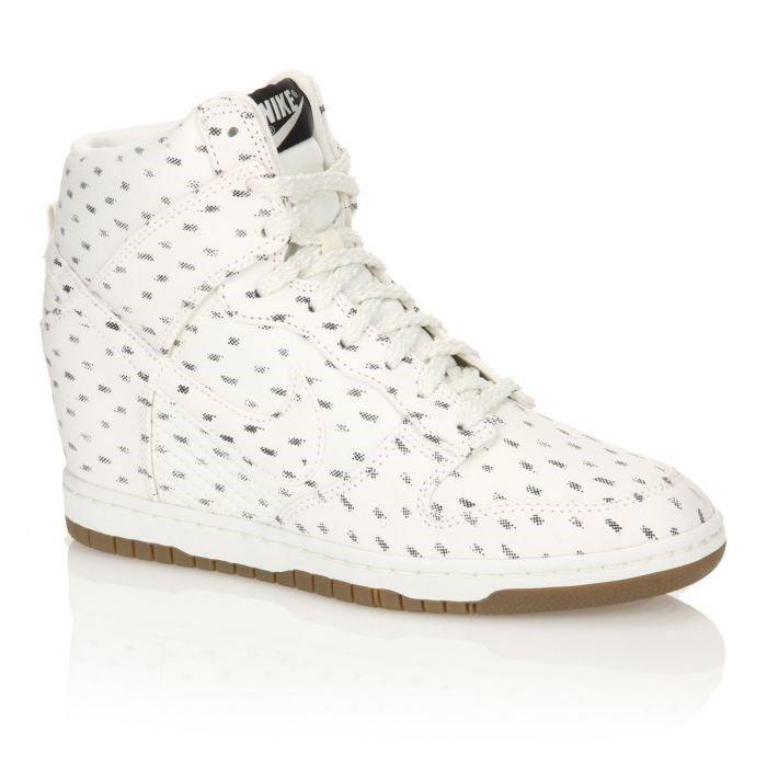 promo code 0287c 78c25 BASKET Nike Baskets Dunk Sky Hi Print Femme. Baskets compensées en textile blanc  et noir ...