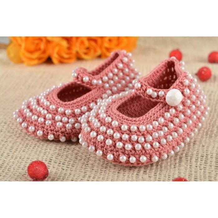 b5e4ffa9d1f45 Chaussons bébé fait main Pantoufle tricot Accessoire bébé rose coton perles