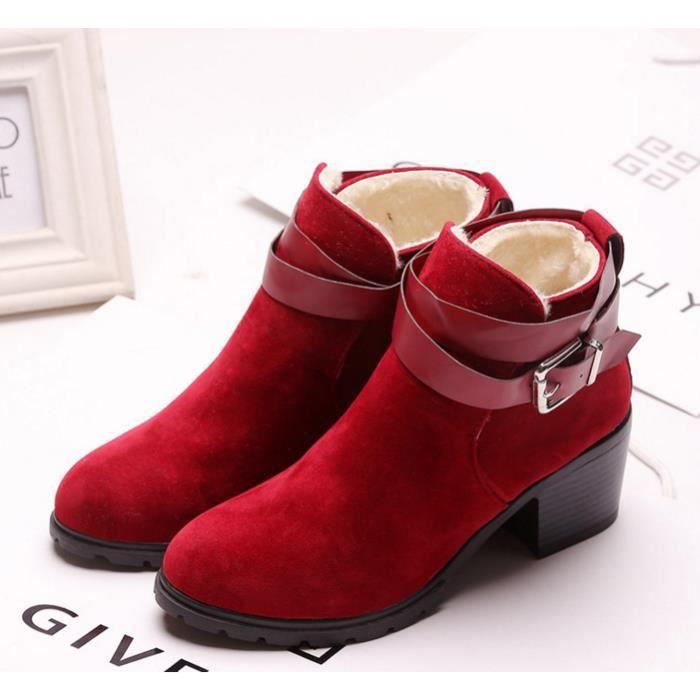 Chaussures chaudes et confortables avec des bottes de boucle de ceinture épais.