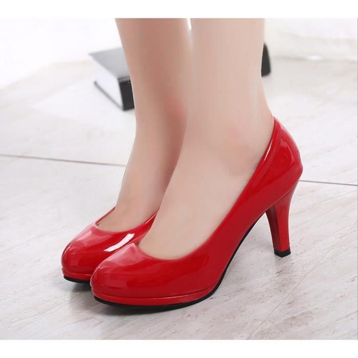 Chaussures de travail chaussures imperméables. ...