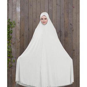 ROBE Les fidèles musulmans portent des peignoirs sans m
