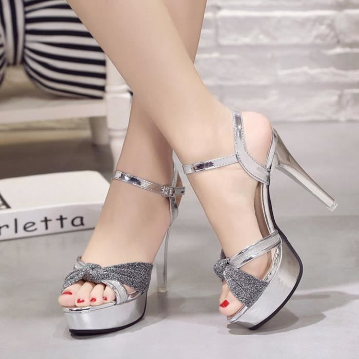 chaussures à boucle creuse d'été pour femmes avec des talons hauts