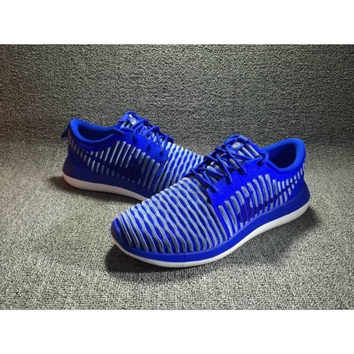 Basket Nike Roshe Two Flyknit, Modèle 844833 401 bleu. BLEU
