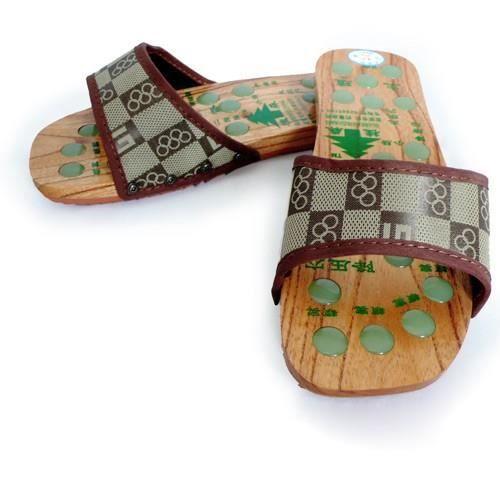Sandales de massage en bois avec des pierres d'acupression (Marron) BIUbtZ