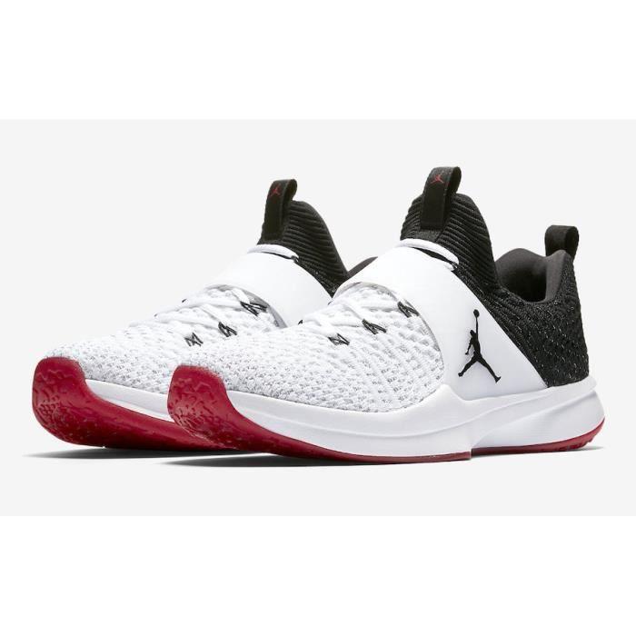Baskets Nike Jordan Trainer 2 Flyknit, Modèle 921210 101 Blanc/Noir.