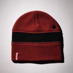 76cd0af2d1 BONNET - CAGOULE Bonnet ELM Cut And Sew Stripe Cardinal aille uniqu ...