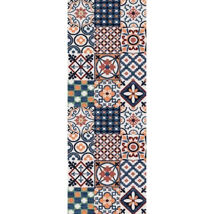 Matière : 100% polyamide - Dimensions : 80x150 cm - Densité : 1250gr/m² - Coloris : orange, bleu et blancTAPIS - DESSOUS DE TAPIS