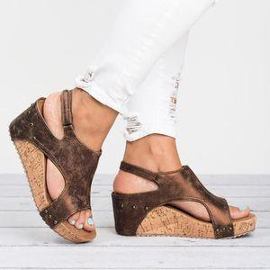 SANDALE - NU-PIEDS Femmes d'été à bout rond respirante Rivet sandales