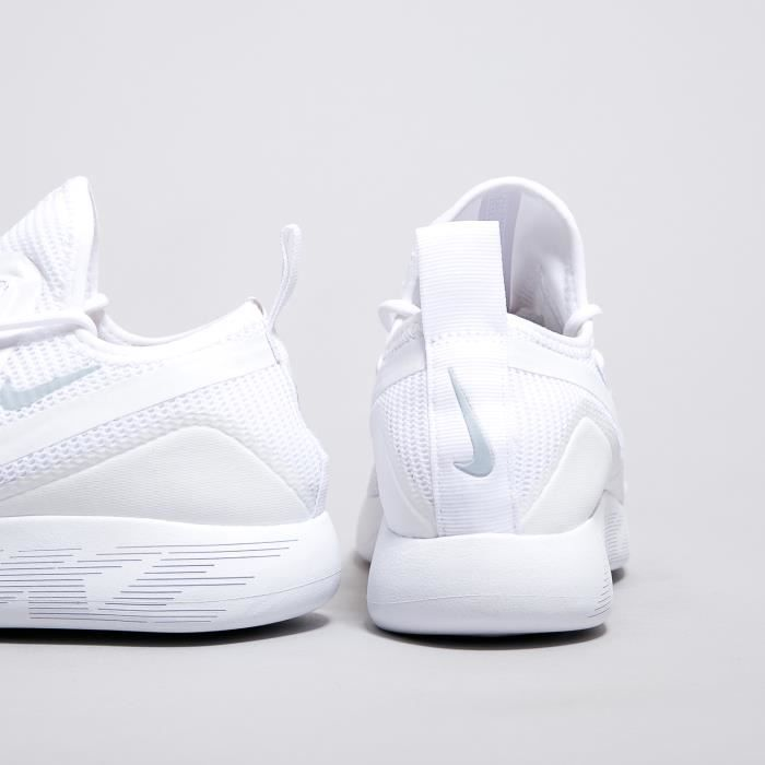 Baskets Nike LunarCharge Breathe Blanches 942059-100.