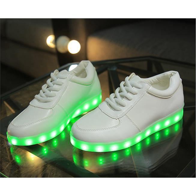 Nouveau mode de clignotement 7 Couleur Unisexe USB Charge LED Lumière Lumineux Clignotants Chaussures de Sports Baskets Blanc