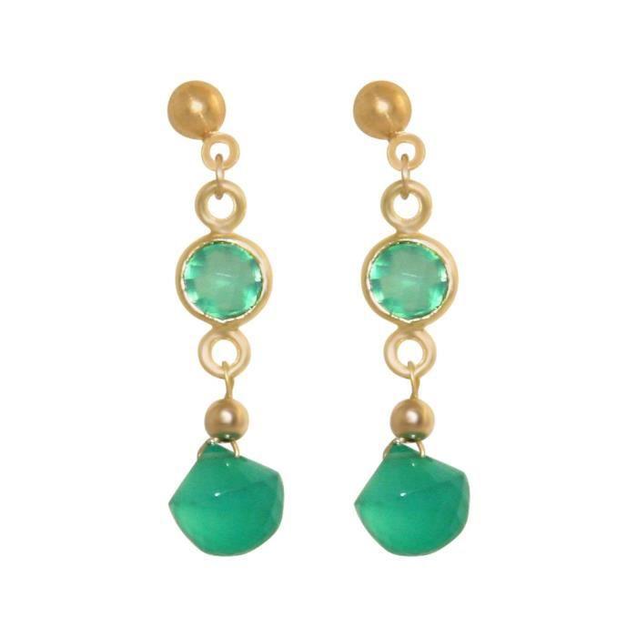 Boucles doreilles Gemshine avec émeraudes et pierres précieuses onyx vert. boucles doreilles en or de haute qualité. Fait à