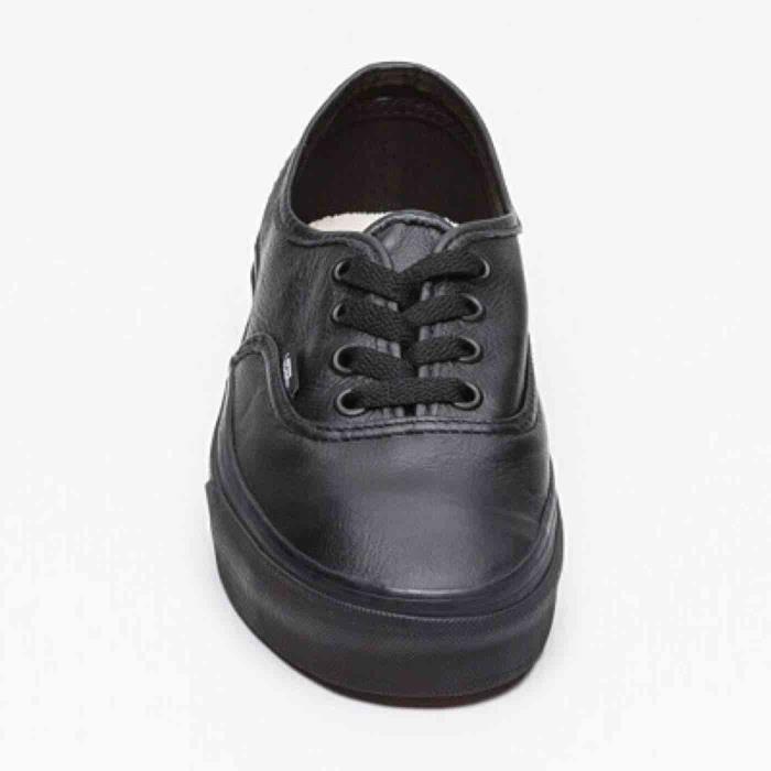 Chaussures VANS.en cuir Authentic. VNOJV5X1. noir