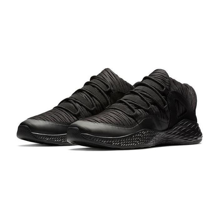 Baskets Nike JORDAN Formula 23 LOW, Modèle 919724 010 Noir.