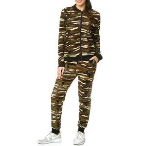 Femme nu uniforme militaire photos techniques de sexe femmes
