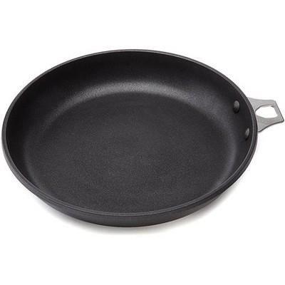 La poêle ronde Choc Extreme en fonte d'aluminium antiadhésive assure une cuisson régulière et contrôléePOELE - SAUTEUSE
