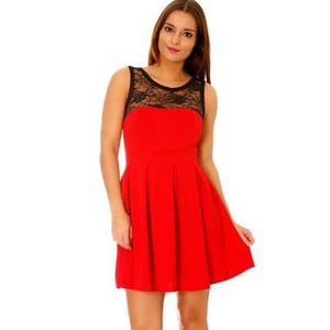 7e63f6faec robe-rouge-taille-38-de-soiree-patineuse-rouge-cou.jpg
