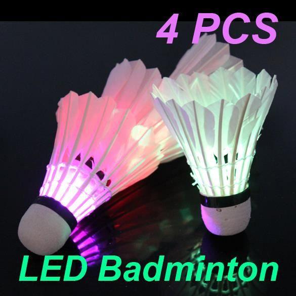 Volant de plume de badminton de LED de nuit foncée 4 Pcs coloré