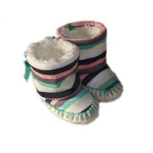 CHAUSSON - PANTOUFLE Bottes bébé souples et fourrés, rayures vertes.