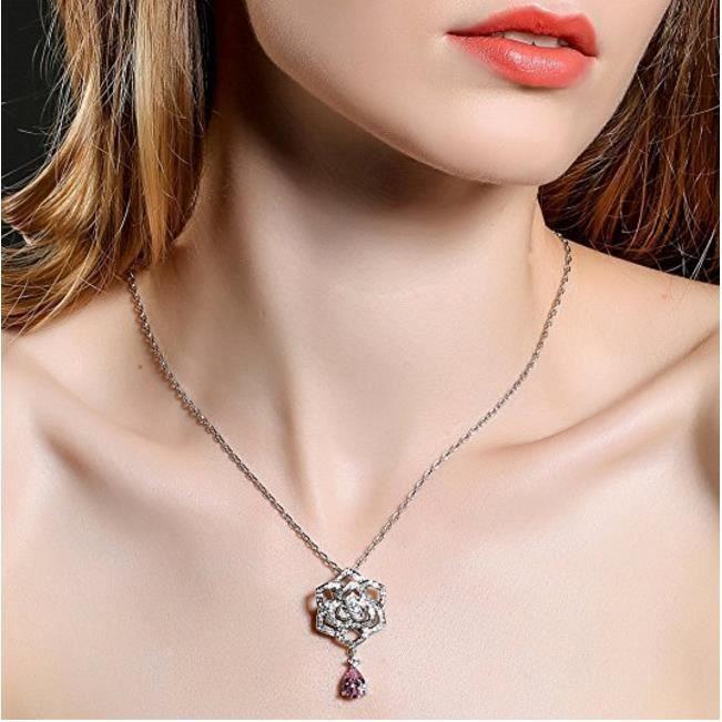 Collier Fantaisie Femme - Pendentif Fleur de Camélia avec Chaîne - Bijoux Cristal en Plaqué Or Blanc